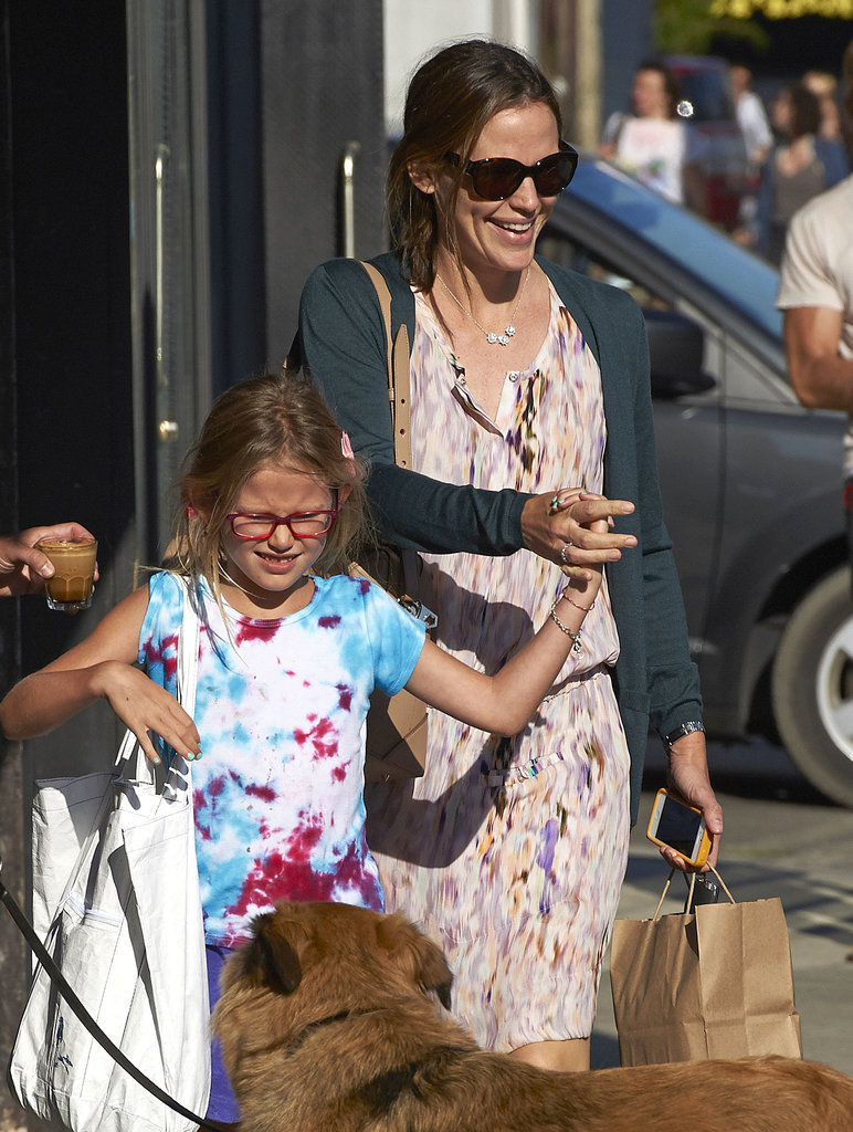 Jennifer Garner and Violet Affleck ran into a dog on the street.