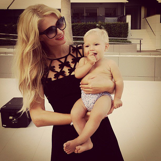"Paris Hilton posed with her adorable neighbor, saying, ""I love babies!"" Source: Instagram user parishilton"