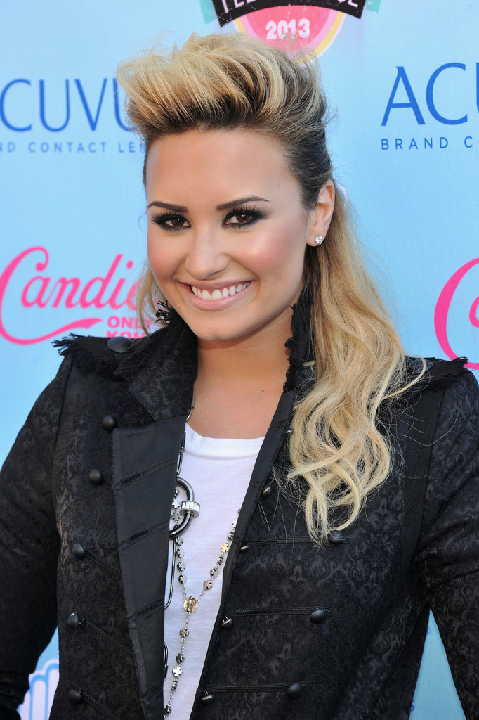 Opting for a half-up pompadour, Demi Lovato brought some edge to the Teen Choice Awards red carpet.