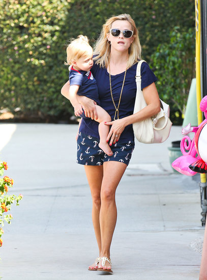 Reese Witherspoon took baby Tennessee Toth to a toy store in LA.