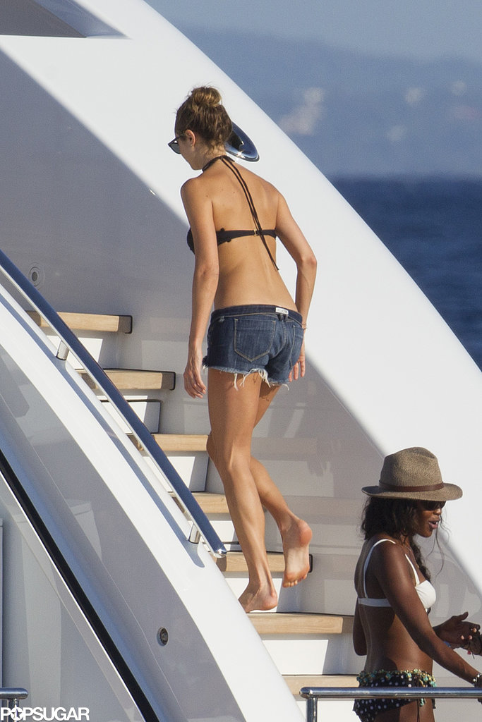 Single Ladies Naomi and Stacy Hit the High Seas With a Handsome Group