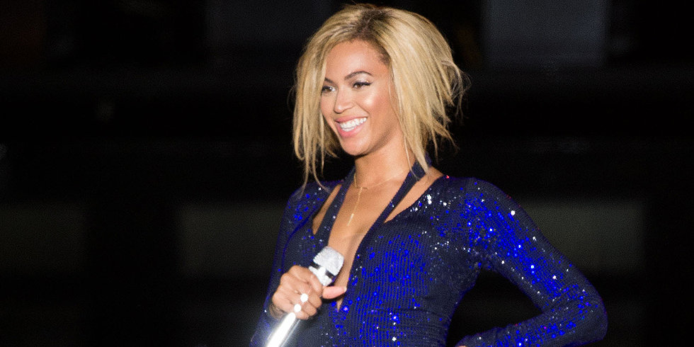 Beyoncé Debuts Her New Bob on Stage!