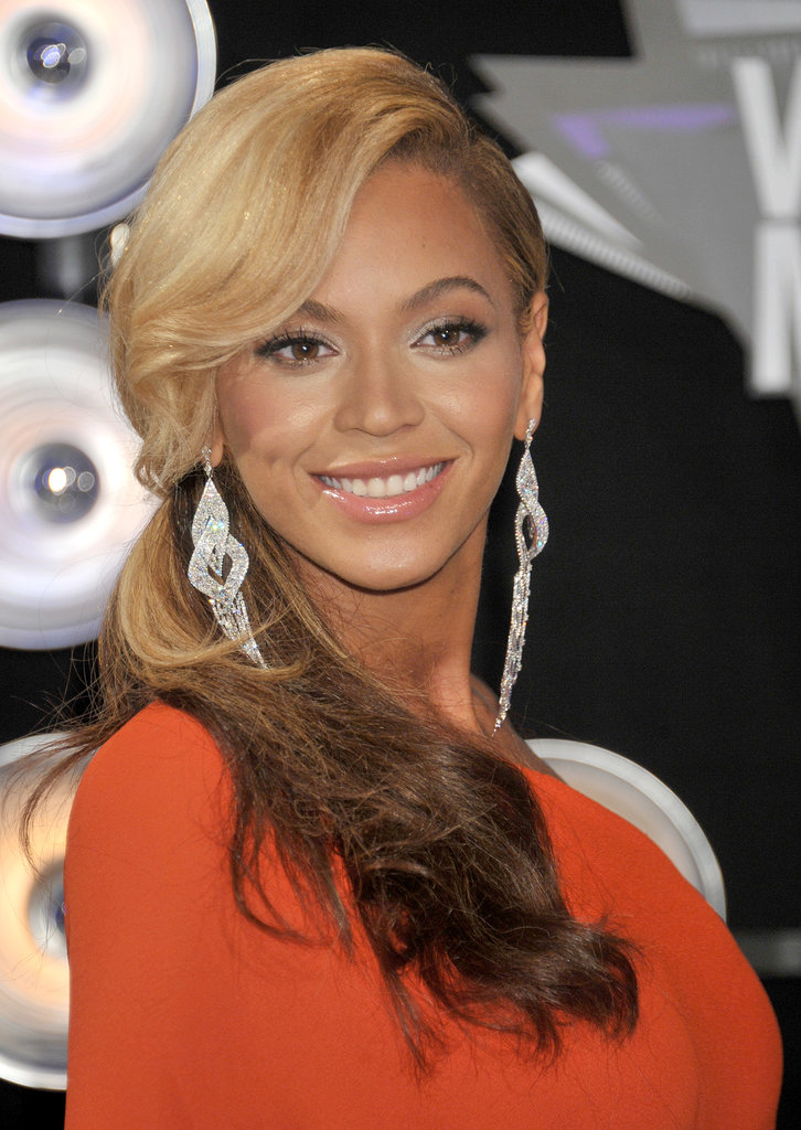 On stage at the 2011 VMAs, Beyoncé Knowles announced her pregnancy in a two-toned ponytail and glowing skin.