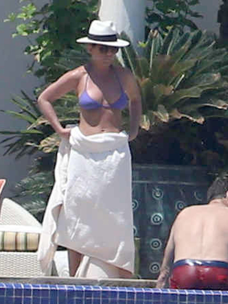 Jennifer Aniston wore a purple bikini for a poolside day in Mexico.