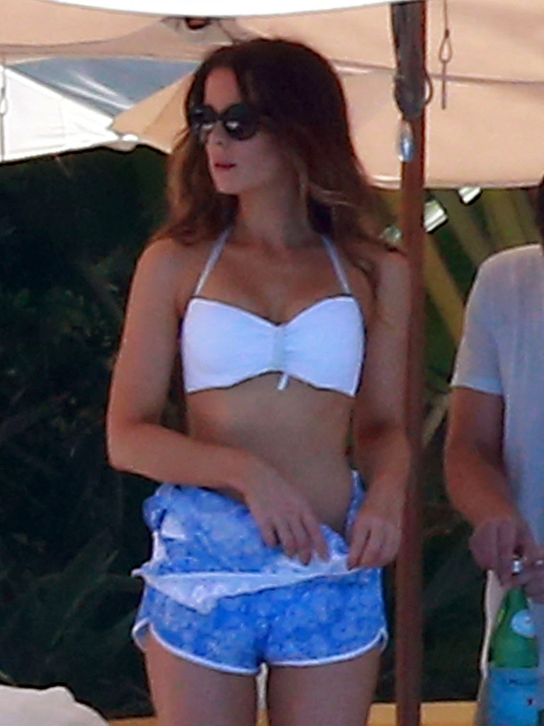 Kate Beckinsale changed out of a blue coverup.