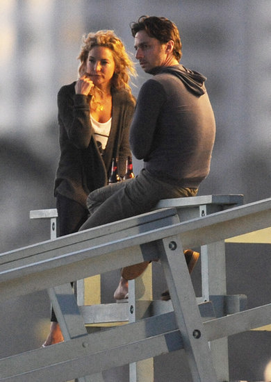 Kate Hudson Slugs a Cold One on Set With Zach Braff