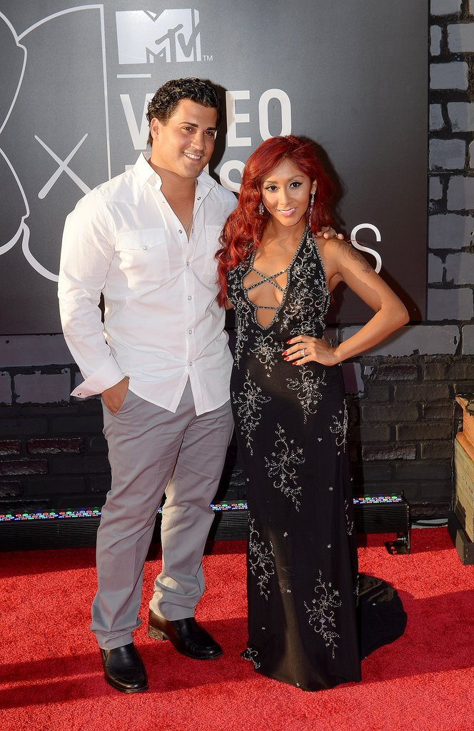 "Nicole ""Snooki"" Polizzi posed with her husband, Jionni LaValle, at the VMAs."