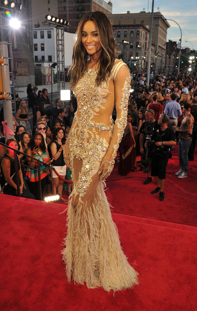Ciara posed for the cameras on the MTV VMAs red carpet.