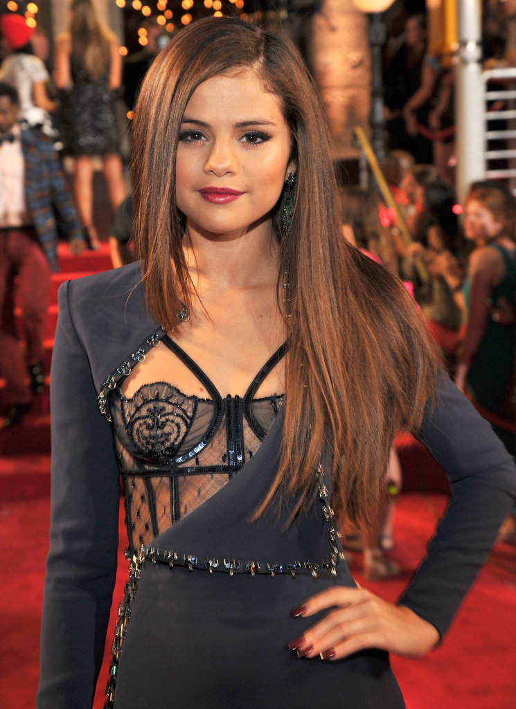 Selena Gomez wore an Atelier Versace gown at the VMAs.