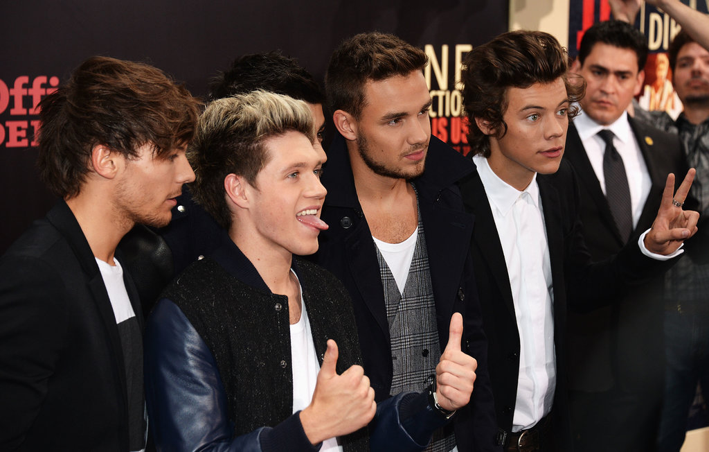 Harry Styles put up a peace sign while One Direction walked the red carpet.