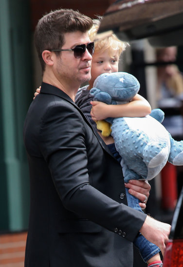 Robin Thicke and his son, Julian, left their NYC hotel.