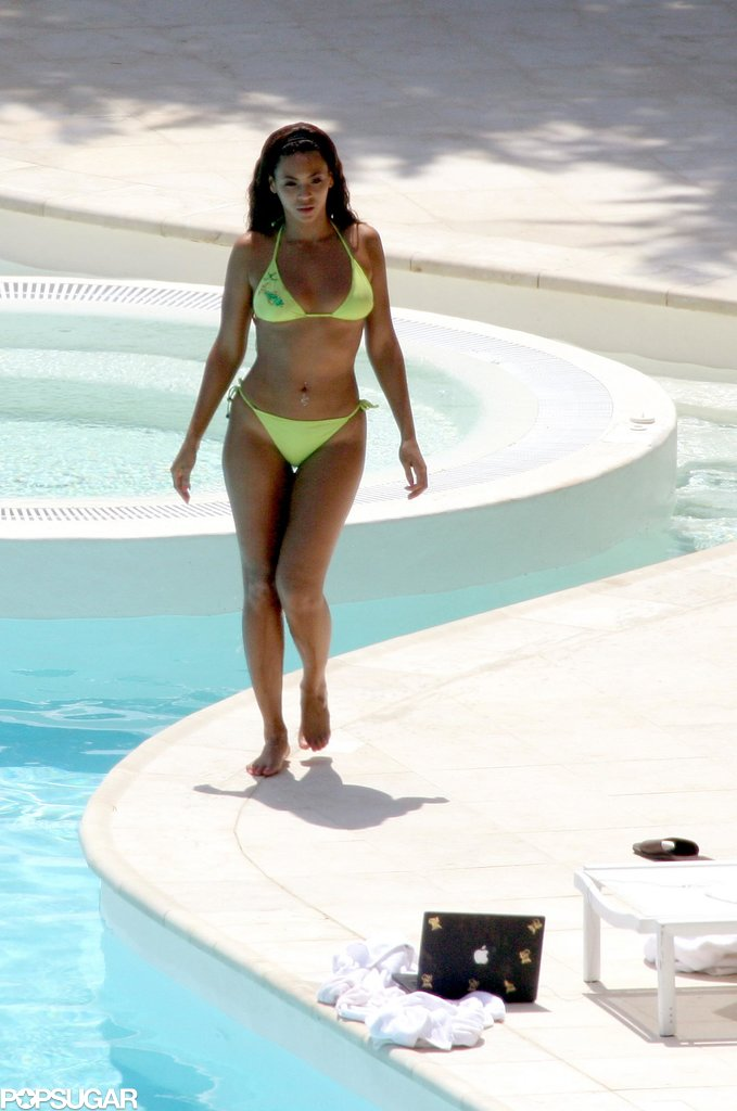 Beyoncé Knowles was in a bikini to enjoy the pool of her rented Monaco villa during May 2007.