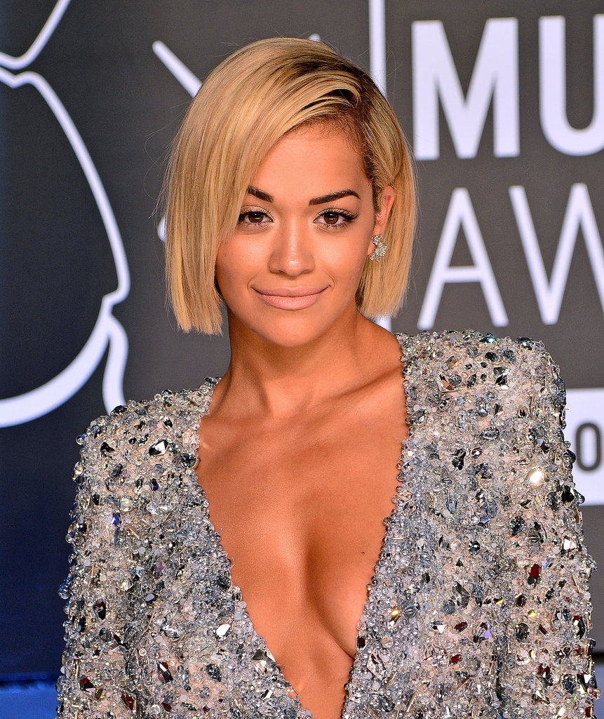 She rocked the lob for a while, but Rita Ora seems to have adopted the shorter style, too. Instead of being longer on one side, Rita's bob cascades from short in the back to slightly longer in the front.