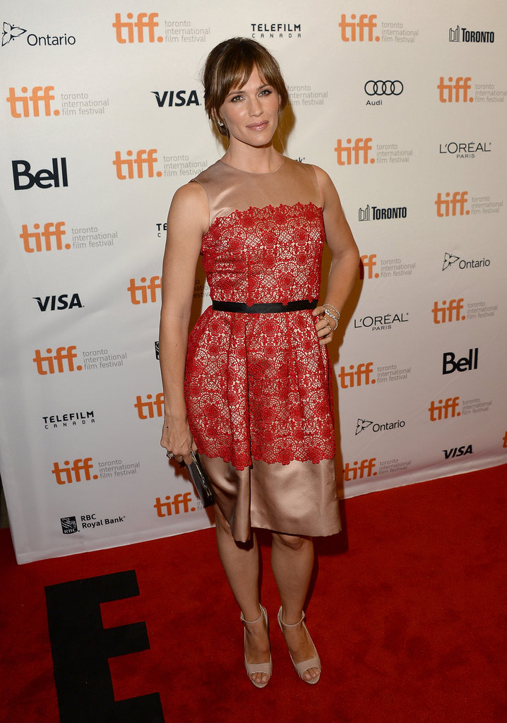 Jennifer Garner wore a red lace dress.