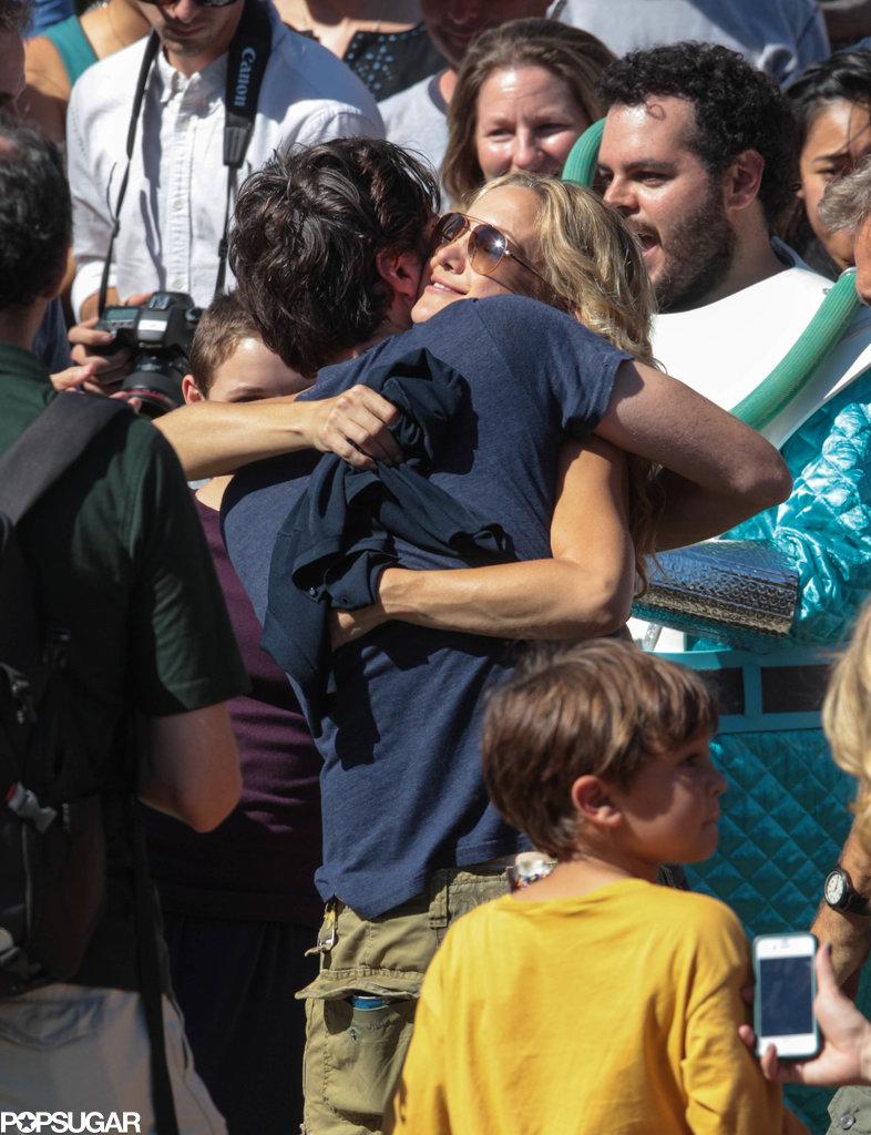 Kate Hudson and Zach Braff hugged during the celebration.