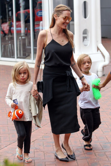 Angelina Jolie went to check out the Sydney Aquarium with all the kids on Saturday.