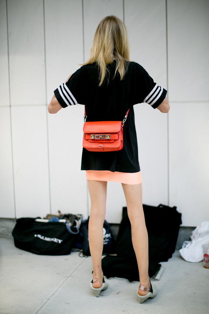 Hanne Gaby Odiele showed off a new way to wear her Proenza bag.