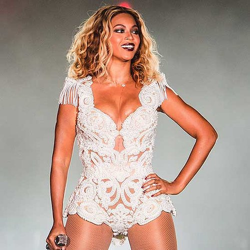 Beyonce Pulled Off Stage By Fan | Video