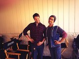 "Barinholtz and, yes, Josh Peck, did the ""hot girl arm pose"" on set. Source: Twitter user ikebarinholtz"