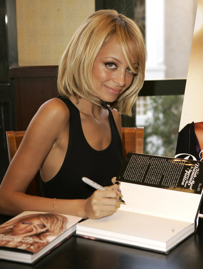 Nicole Richie — with a cute new blond bob — signed autographs of her first book, The Truth About Diamonds, at an LA Barnes and Noble store in November 2005.