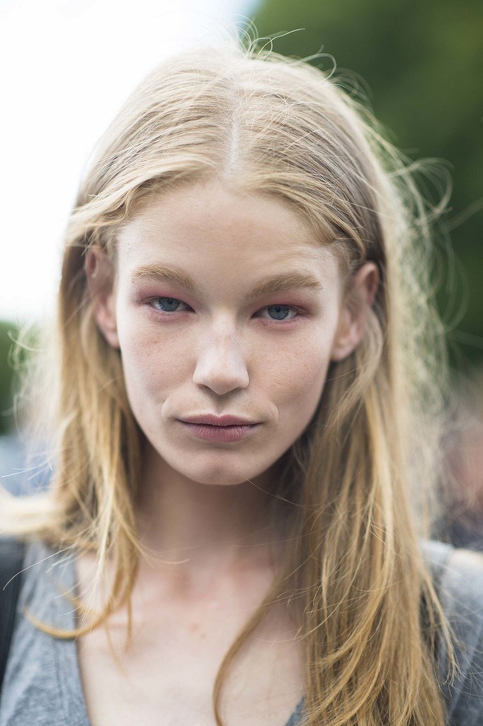 The subtle way to do pink eye shadow.  Source: Le 21ème | Adam Katz Sinding