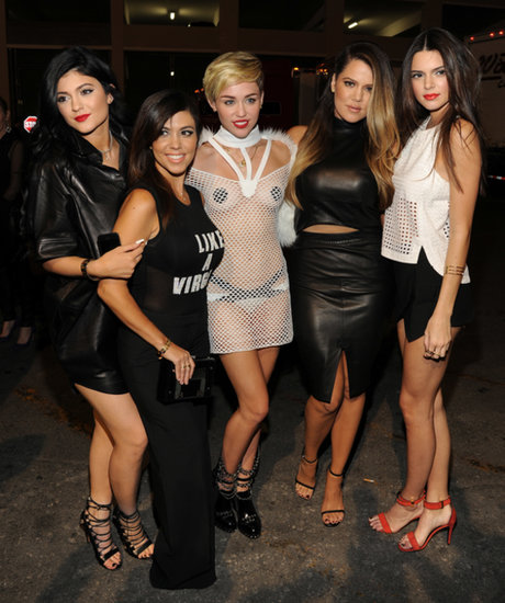 Miley Cyrus met with Kourtney Kardashian, Khloé Kardashian, and their sisters backstage.