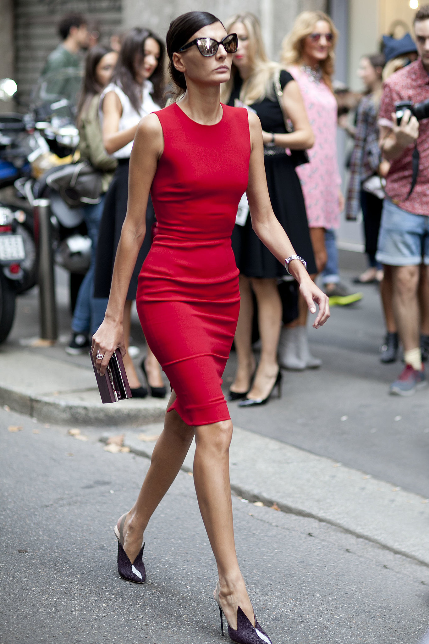 Giovanna Battaglia was a polished lady in red while making her way to the shows.