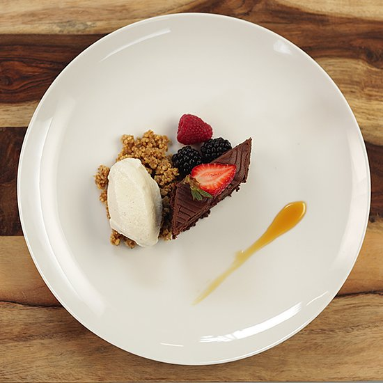 The Art of Plating Cake Like a Pastry Chef