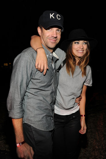 Jason Sudeikis and Olivia Wilde had their arms around each other backstage.