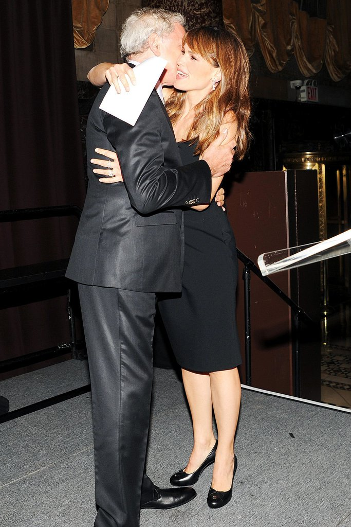 Jennifer Garner hugged her former costar Victor Garber at the event.