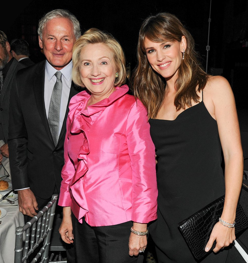 Hillary Clinton, Jennifer Garner, and Victor Garber posed for pictures together.