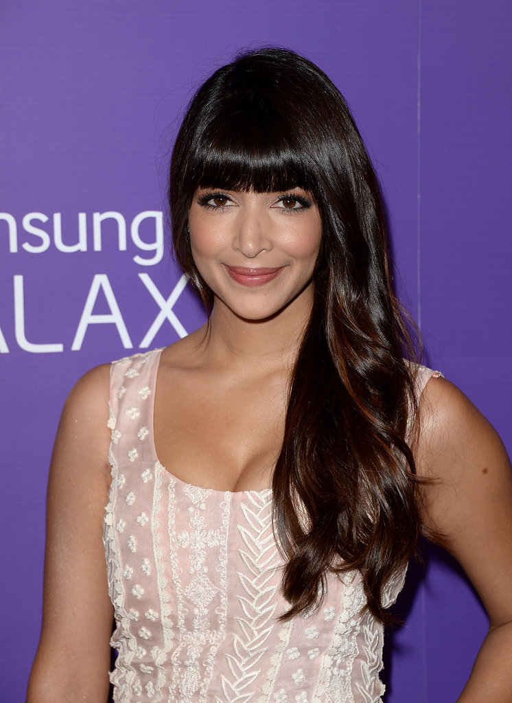 Hannah Simone played up her bangs with a gorgeous eye makeup look.