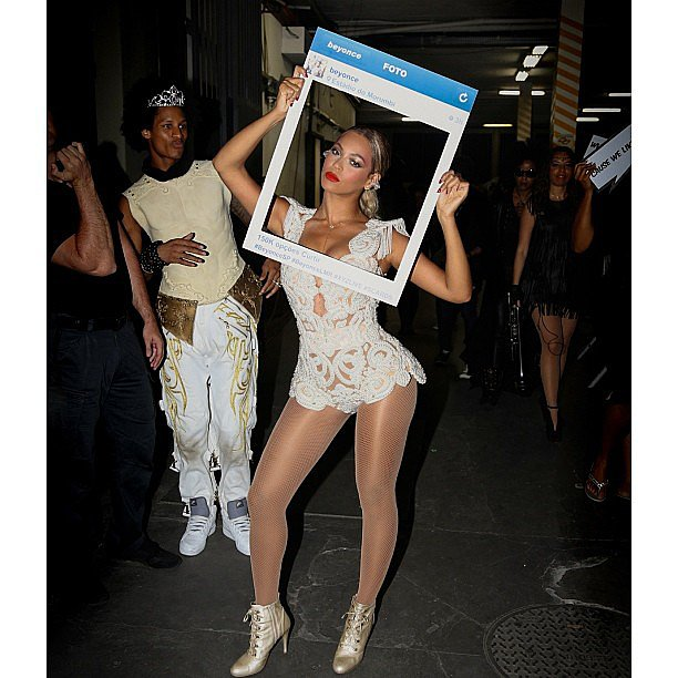 Beyoncé posed backstage at one of her shows with a fan's homemade Instagram cutout. Source: Instagram user beyonce