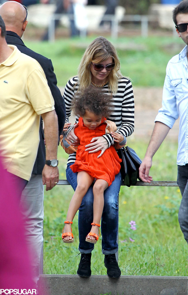 Ellen Pompeo held onto her daughter, Stella.