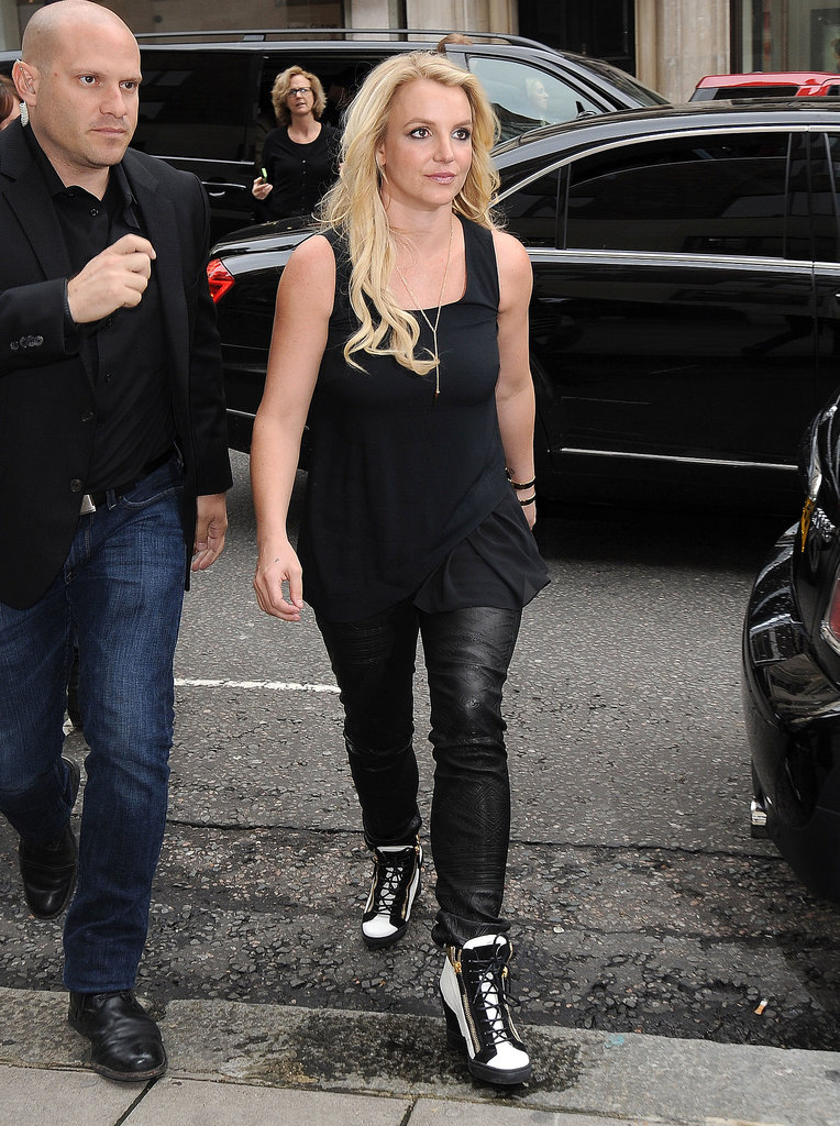 Britney Spears sported an all-black look for a London lunch outing.