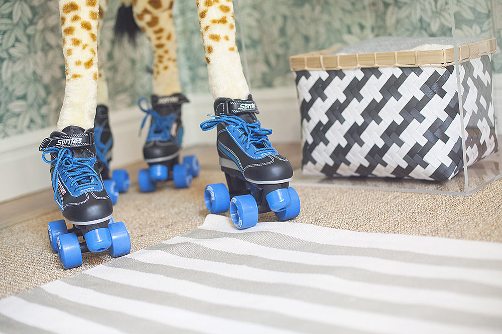 Giraffe on Skates