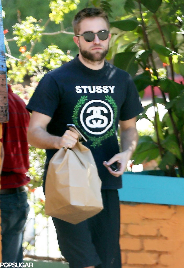Robert Pattinson grabbed takeout in LA.