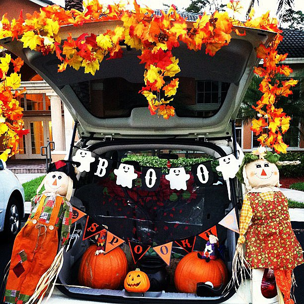 No need to hold back when it comes to a Fall theme. Source: Instagram user theredballoons