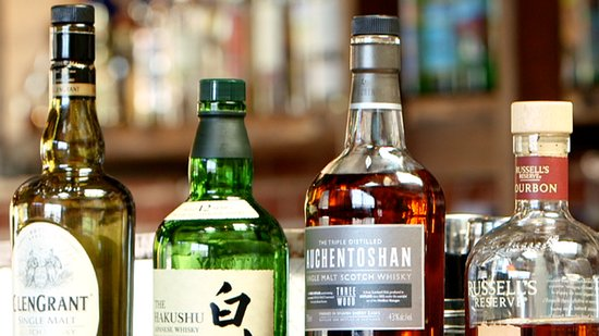 4 Must-Have Whiskey Bottles For Your Home Bar