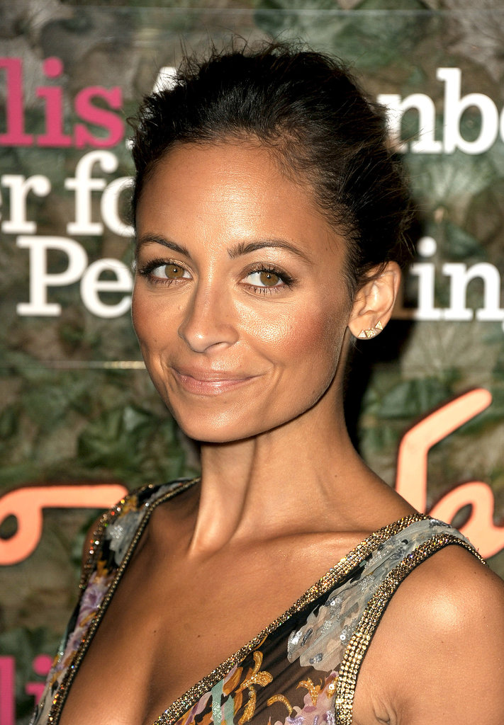Nicole Richie showed off a bronzed makeup look and a textured updo for a surprisingly simple look.