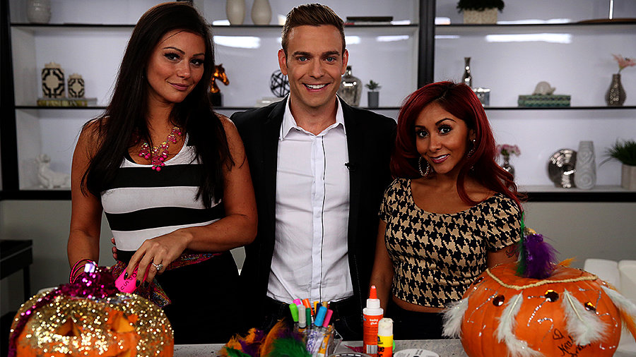Snooki and Jwoww Go Head-to-Head in a Pumpkin-Carving Contest
