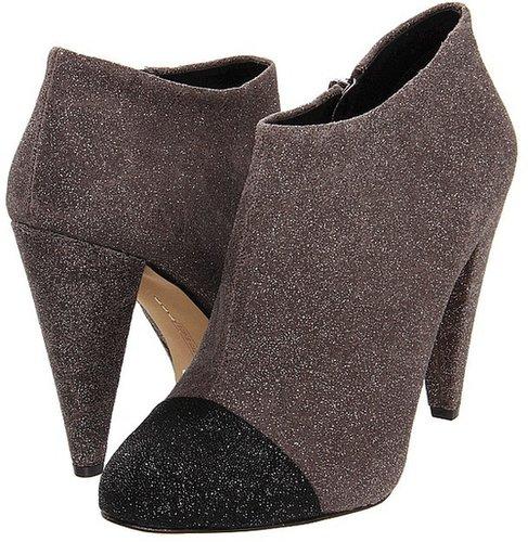 Vince Camuto - Amoby2 (Urban Grey/Black Dazzle) - Footwear