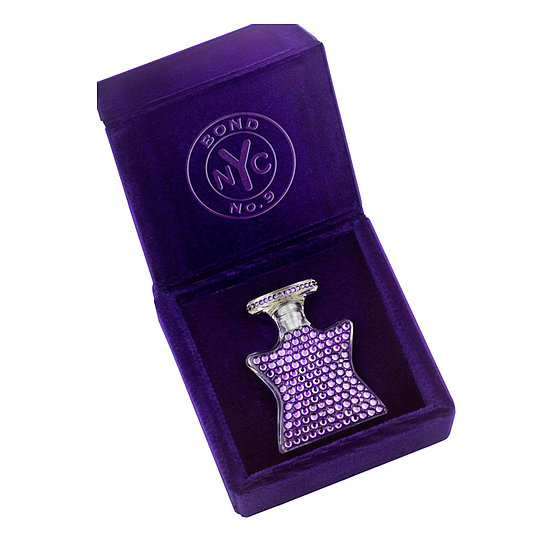 Inside the Bond No. 9 Mini Bejeweled Star ($140) is the Scent of Peace, which works for both men and women. It's encrusted with dazzling Swarovski crystals for the ultimate touch of luxe.