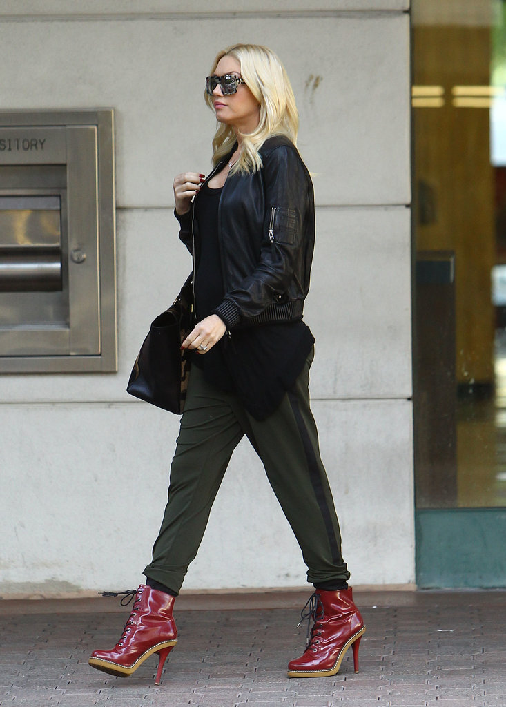 Gwen Stefani left a doctor's office in LA.