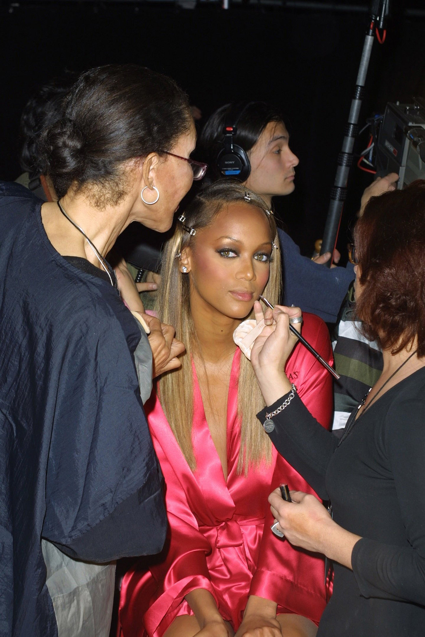 Tyra Banks sat still while getting made up in 2001.