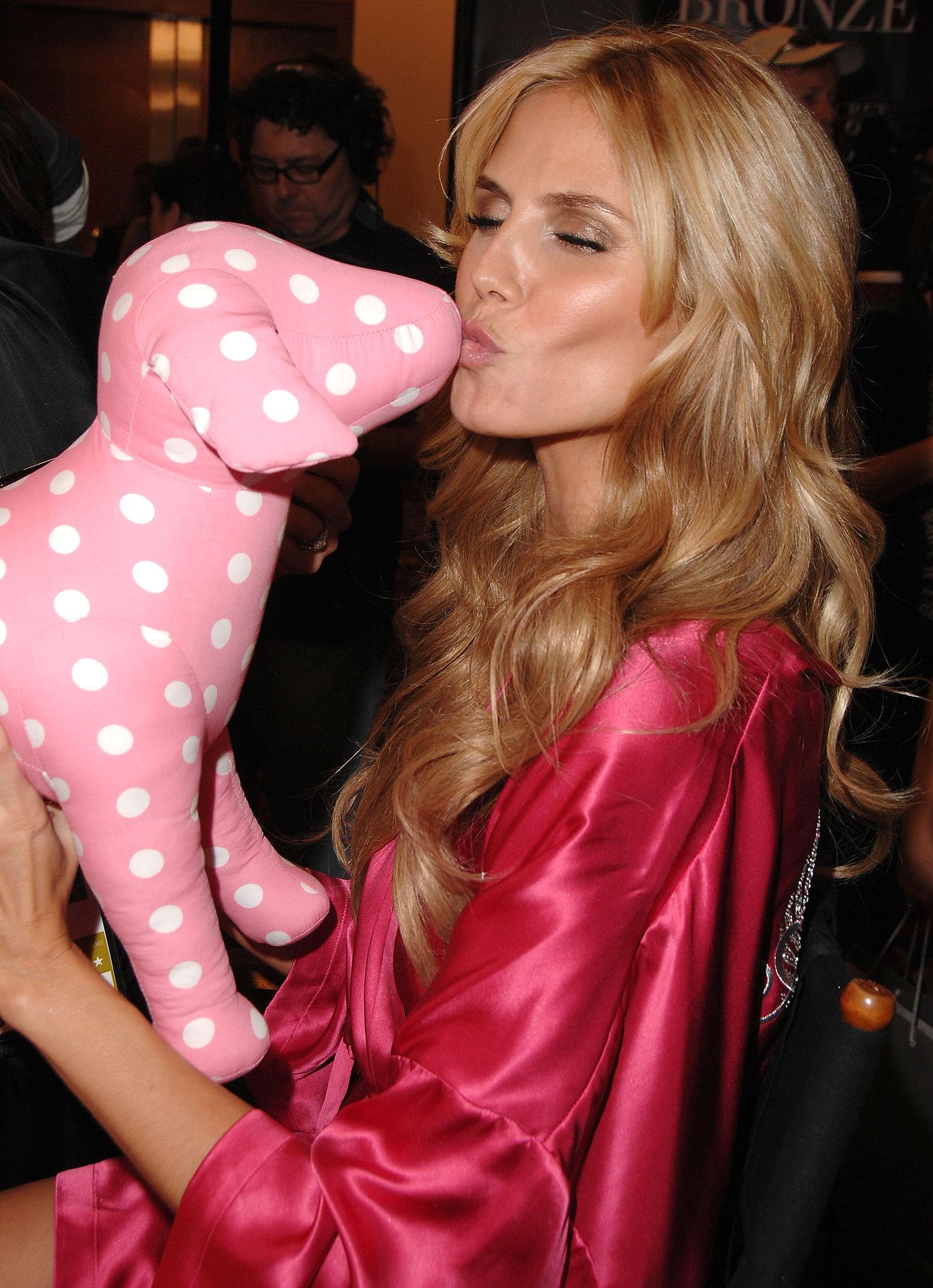 Heidi gave a PINK stuffed puppy a smooch backstage in 2007.