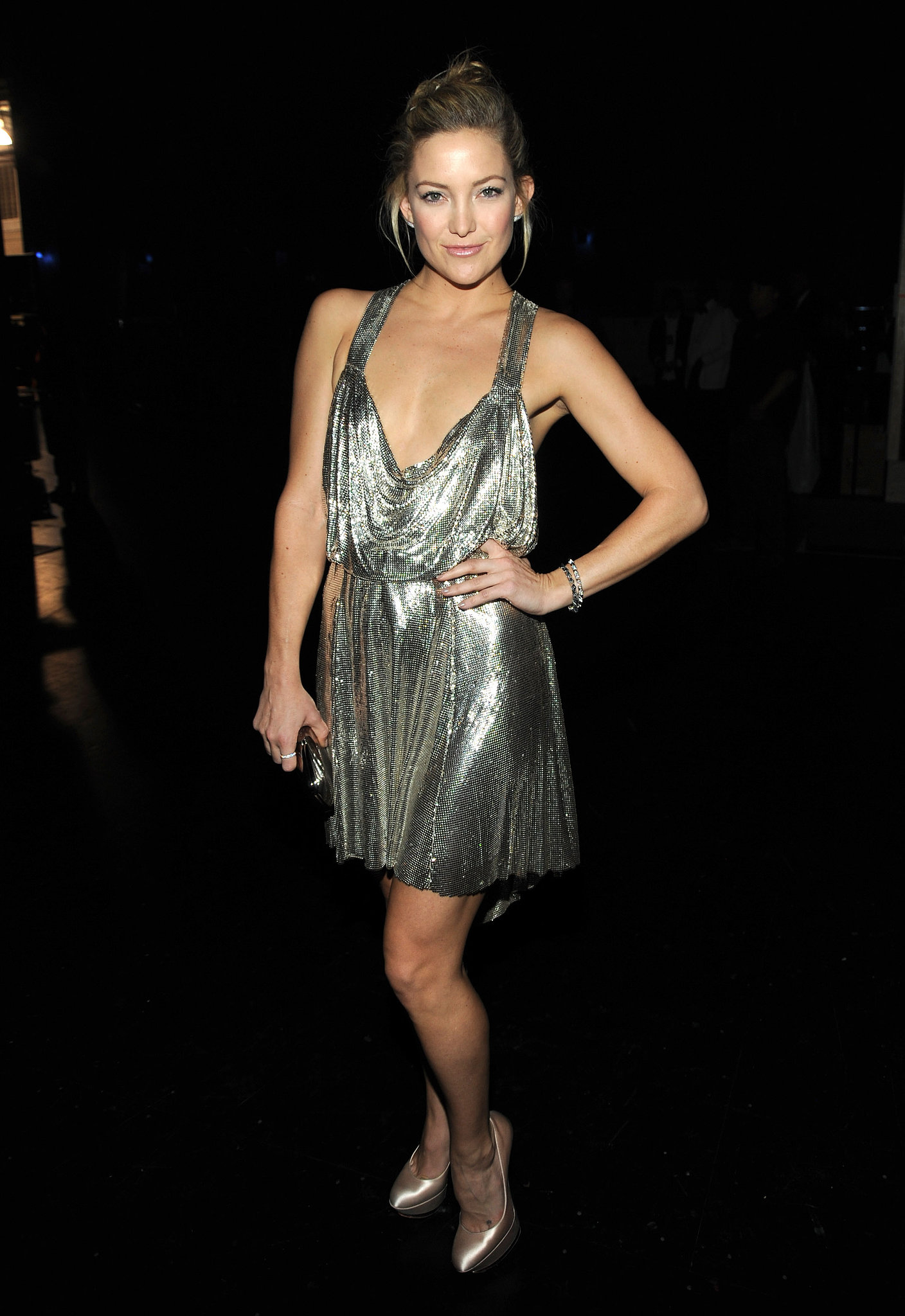 Kate Hudson posed backstage in a sexy metallic dress in 2009.
