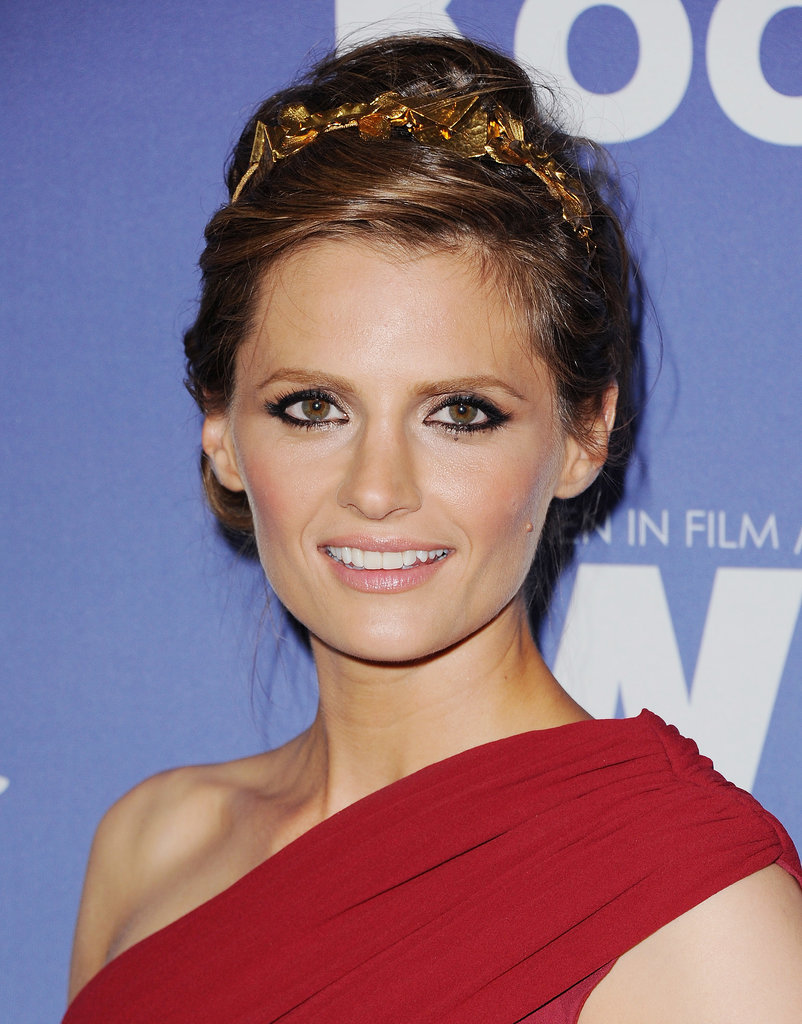 Stana Katic's intricate headband featured leaves and geometric shapes.