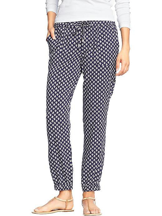 The cutest drawstring pants — these Old Navy Printed Poplin Crepe Pants ($30) would look perfect with a crewneck sweater and a pair of ankle boots.