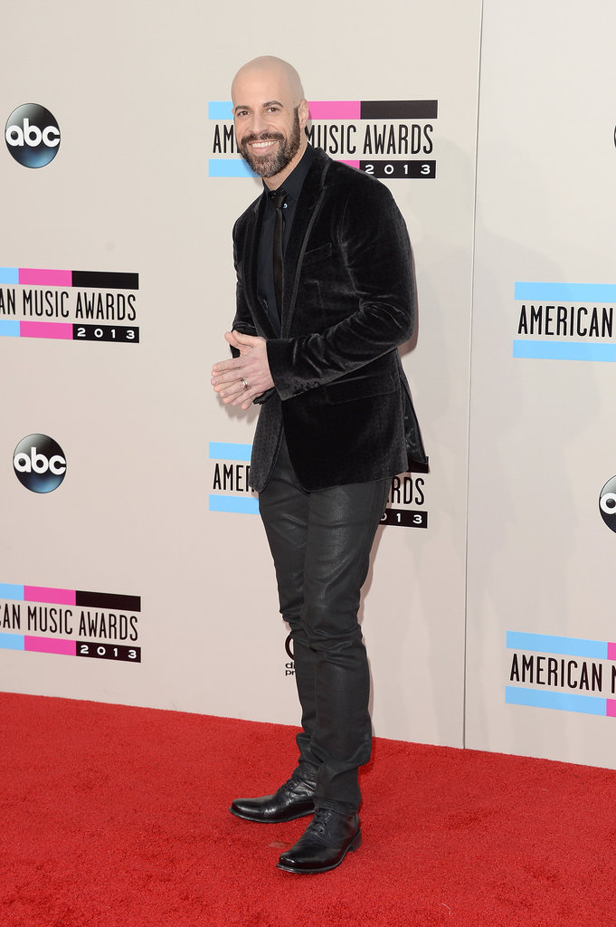 Chris Daughtry wore all black.